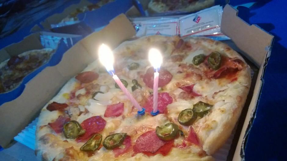 Merayakan Ultah Arsanesia dengan Pizza