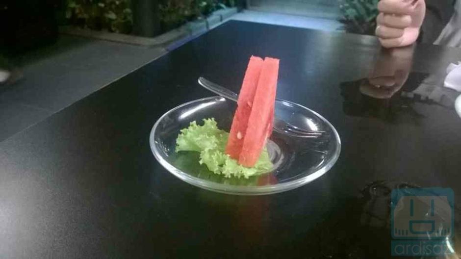 Semangka (tinggal sedikit, tadinya ada sekitar 6 slice) :p