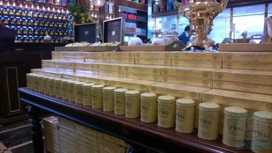 Berbagai jenis teh disajikan