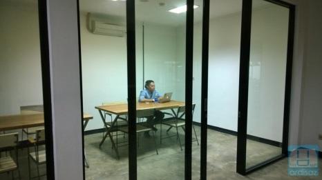 ada private room juga, bisa buat meeting