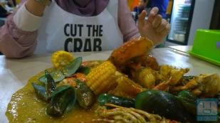 Ada campuran seafood dan jagung