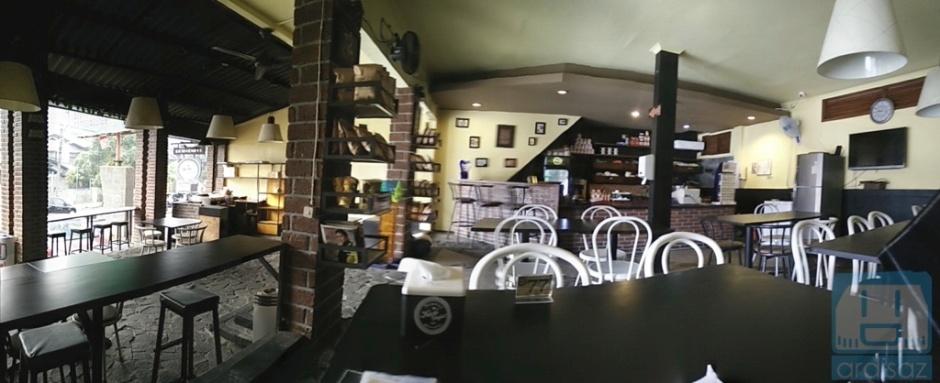 Suasana Kafe Anjis dan Roti Gempol
