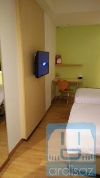 kamar hotel zest 1
