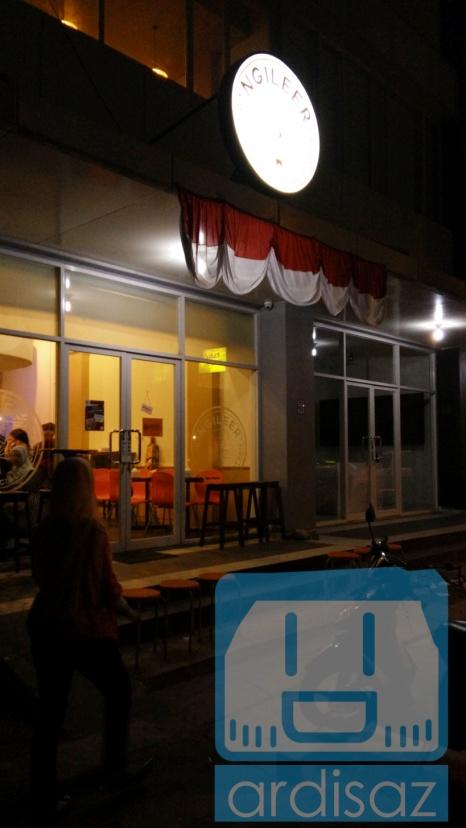 Suasana Ngileer Cafe BSD dari depan