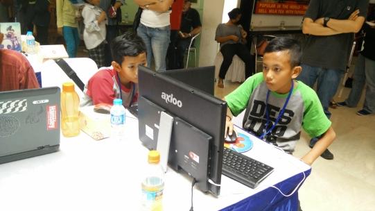 Yang kanan merupakan pemenang di Hackathon Merdeka