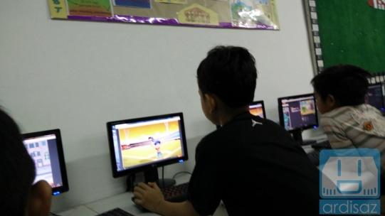 Anak-anak asyik belajar pemrograman