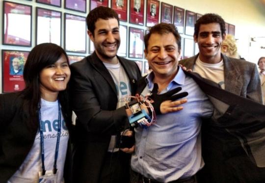 Sarung tangan canggih startupnya PW dulu