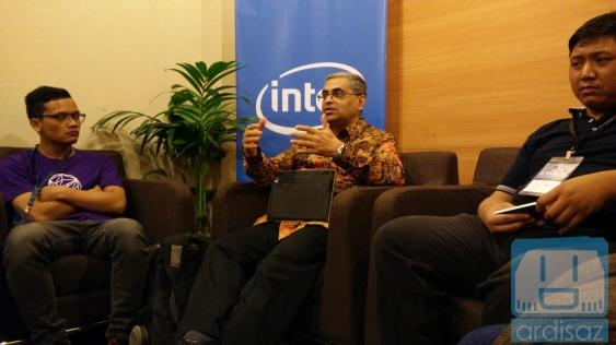 Berbincang Ringan Dengan Bos Intel