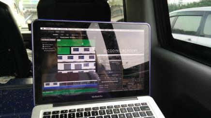Tetap produktif di dalam travel