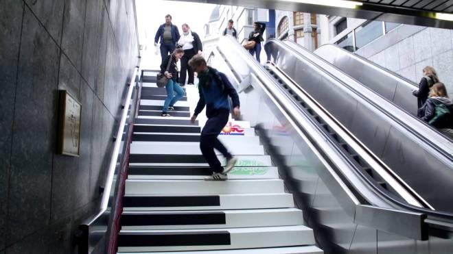 contoh tangga yang ada unsur game musik di dalamnya